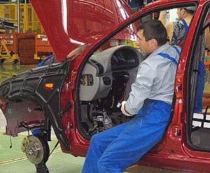 «АвтоВАЗ» снижает производство